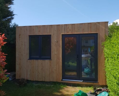 Wooden Garden Cabin Guest Room in Hove